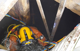 confined-spaces-diver-on-ladder