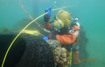 Occupational-diver-and-ROV