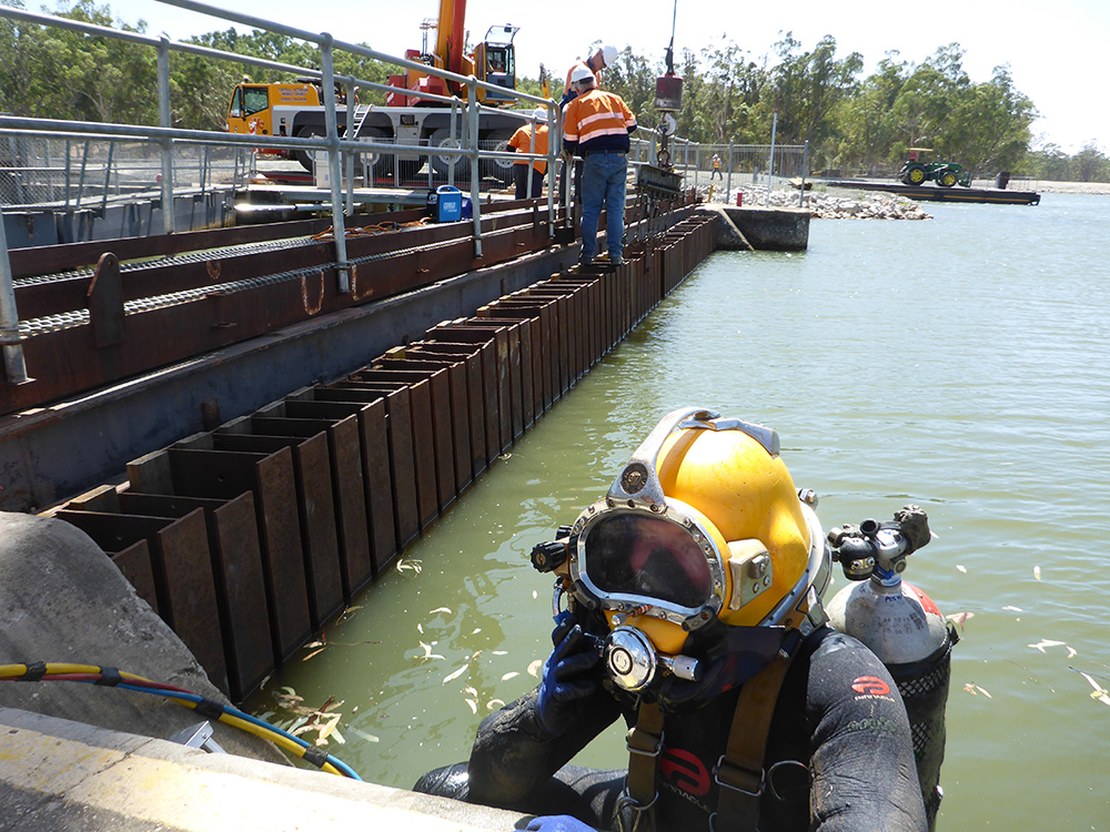 Torrumbarry Weir Commercial Diver and crew
