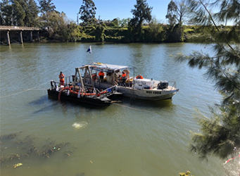 PDS Barge 4 and Pro diver