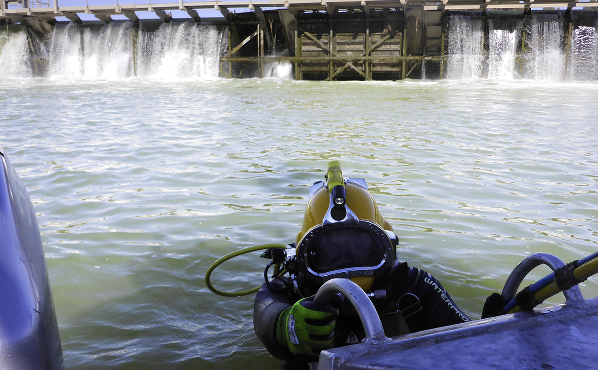 Diver working at Mildura Weir