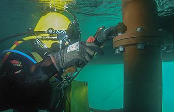 Diver under vessel