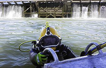 Commercial Diver at Mildura Weir
