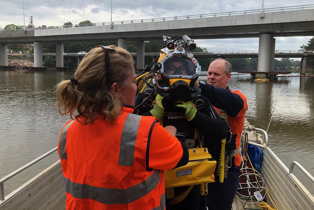 Diver and crew preparing for dive at Windsor Bridge