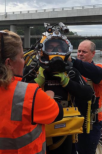 Diver preparing for dive at Windsor Bridge