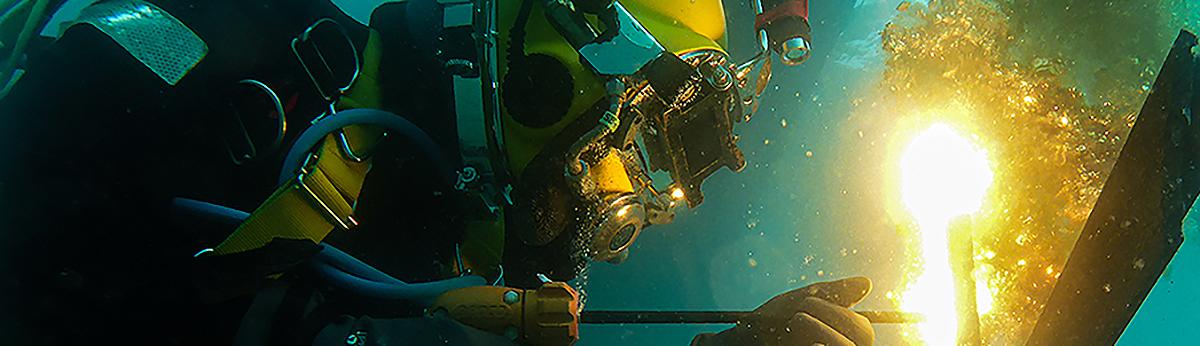 PDS Commercial Diver welding underwater